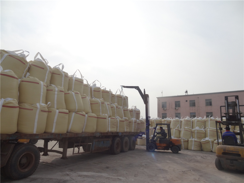 Road salt is being loaded on a track to Weifang Port
