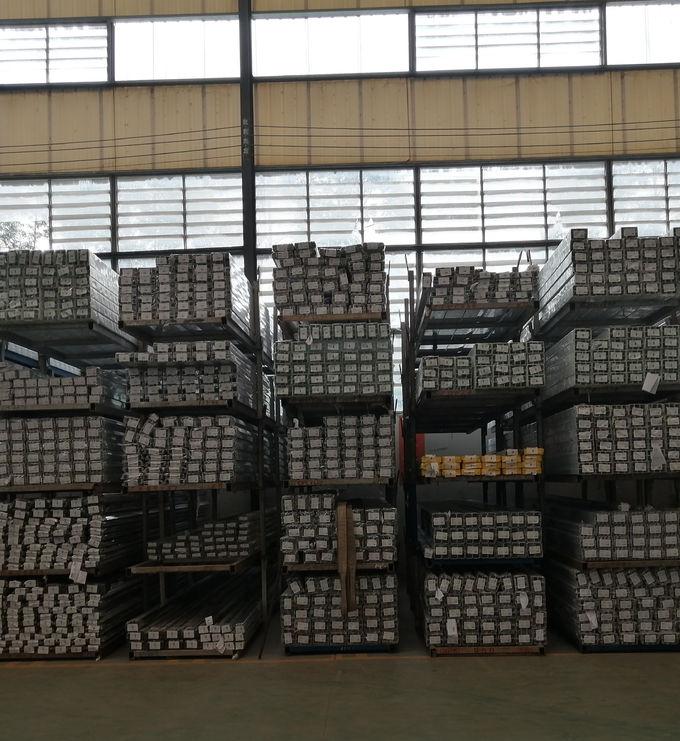 La puerta de aluminio superficial anodizada OEM perfila la forma estructurada 1 de la aleación 6063 T5