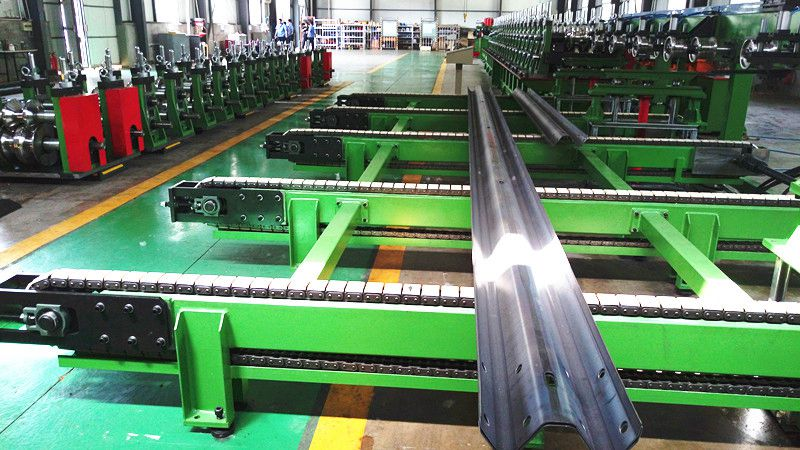 main roll forming system about the speedway guardrail roll forming machine