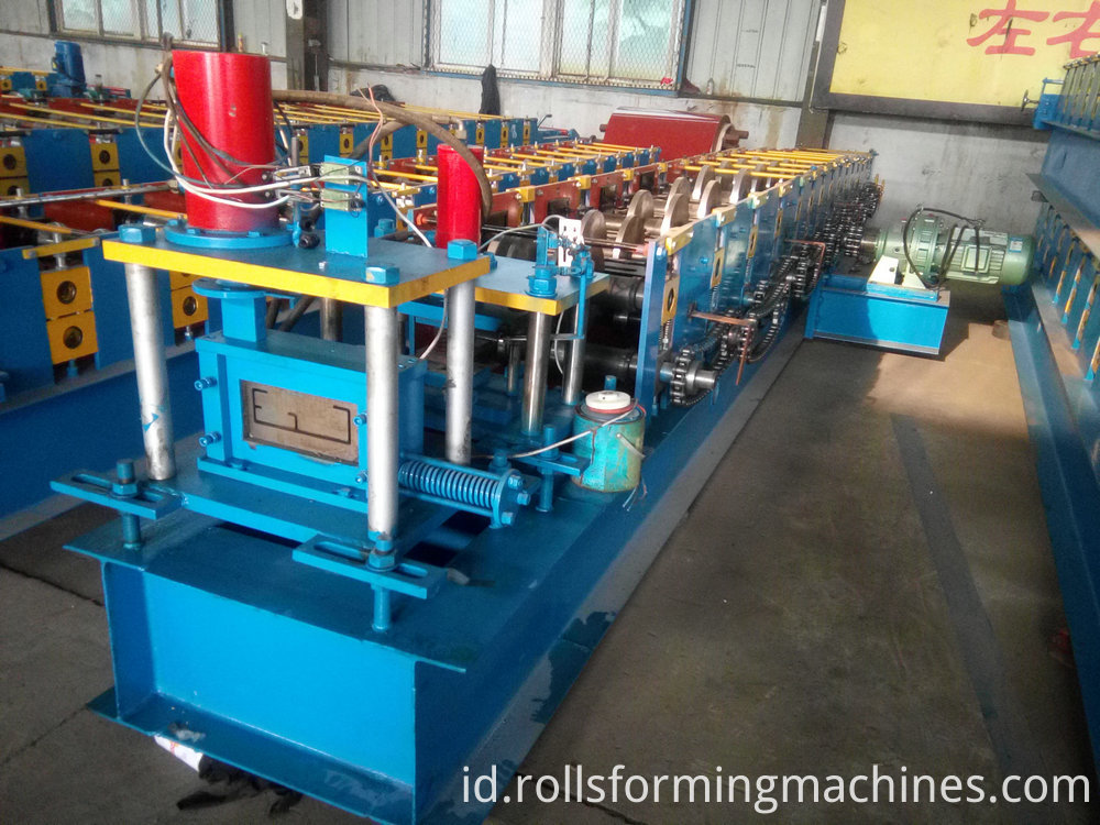Roof truss roll forming machine )