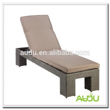 Stylish outdoor beach wicker lounger/sun bed/chaise lounge