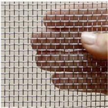 Treillis métallique serti pour l'écran de filtre utilisant