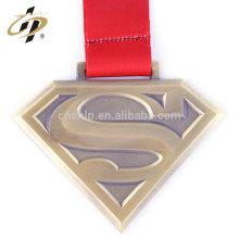Antique bronze finition superman personnalisé course à pied médailles