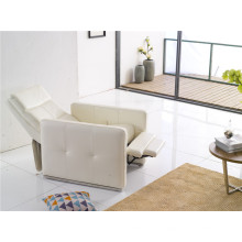Chaise inclinable à dossier inclinable de couleur blanche