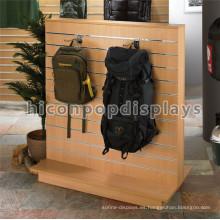 Madera Slatwalll de pie Publicidad Publicidad Laptop Sports Tour Mochila Venta al por menor Colgantes Racks