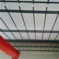 El superventas de alta calidad del proveedor de China galvanizó el panel de malla soldado con alambre 656 de la cerca de alambre revestido del negro