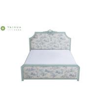 Светло-голубая кровать из массива дерева