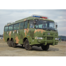 Autobús todoterreno con tracción en las seis ruedas