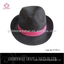 Preto com fita vermelha, papel de fedora, chapéu indiana jones
