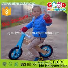 Venta al por mayor de madera de China contrachapado de color verde brillante bicicleta de equilibrio de madera, bicicleta de equilibrio para niños