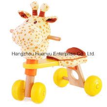 Benne en bois d'usine avec tête de girafe