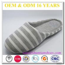 Los adultos baratos al por mayor rayan el solo zapato interior suave del dormitorio del algodón