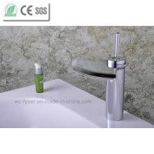 Poignée de niveau unique Robinet de lavabo à cascade de salle de bain à bec (Q3001)
