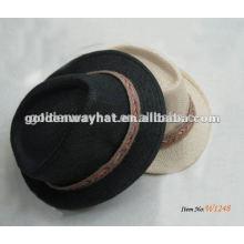 Papel preto com chapéu de fedora de faixa branca