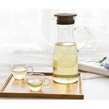 Jarro de vidro alto da água refrigerando simples com tampa da seleção