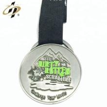 Logotipo personalizado em relevo medalhas de prêmio de prata antigo metal barato com fita