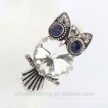 Anel da liga da gemstone da coruja da forma para mulheres