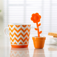 Beautiful ceramic tea infuser mug for promotion