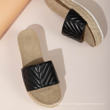 Wholesale black and white fashion casual slippers summer beach shoes for women slippers comfortable outdoor shoes beach