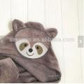 Serviette bébé à capuche visage animal raton laveur cadeau personnalisé jusqu'à 1 an