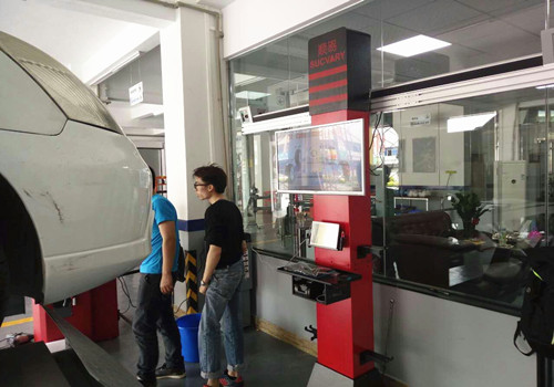 Movable Tracking 3D Wheel Alignment