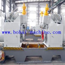 Machine à recourber les bordures pour la production de barils d'acier