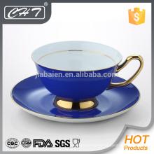 Taza de té y platillo decorativos de porcelana