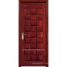 Porte en bois massif. Porte de peinture en bois. Porte intérieure