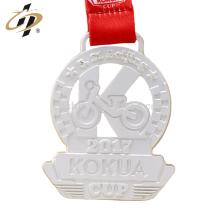 Medalla de los deportes del metal plateado mate de encargo al por mayor barata de la aleación del cinc