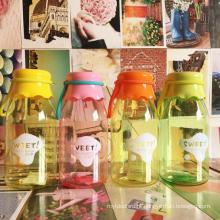 Adorável garrafa de leite de plástico do bebê