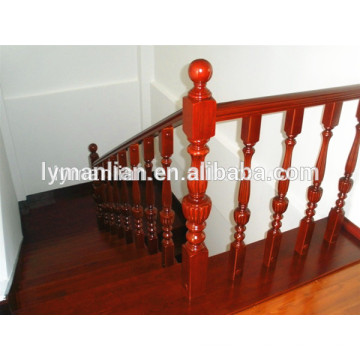Barandilla de roble rojo pilar de escalera tallada a mano de madera maciza