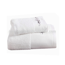 Hot selling white compressed bath towel,embroider pattern baby towel