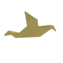 China Wholesale Gold Crane Custom Metal Pin Badges