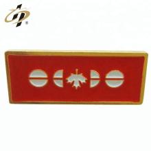 Passen Sie Ihre eigenen Design-Emaille-Goldmetallabzeichen an