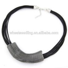Europeu moda cera cordão colar com metal pendente