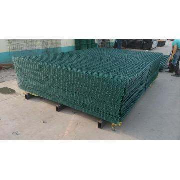Inexpensive product welded wire mesh panel fencing