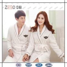 Guangzhou fábrica de suministros de bordado personalizado logotipo blanco albornoz para hotel o spa