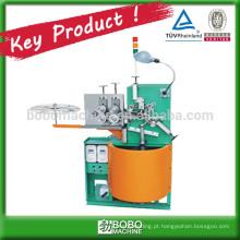 Máquina de formação de condutas de revestimento de cabos