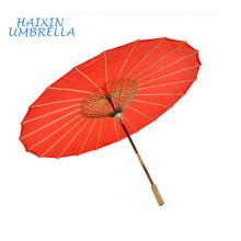 Estilo folclórico tradicional Chino Zhejiang Clásico Rojo Estampado personalizado Bambú Marco Aceitado Paraguas de papel con mango de madera recto