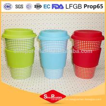 350ml comprobado taza con silicona tapa y manga, taza de cerámica de silicona