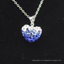 Color al por mayor del gradiente de la llegada de la forma del corazón nuevo Azul y arcilla cristalina blanca Shamballa con el collar de las cadenas de plata