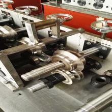 Máquina formadora de rollos de quilla