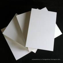 Мебель из ПВХ-плит использует чистый белый цвет.