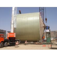 Grand réservoir FRP enroulé sur le site