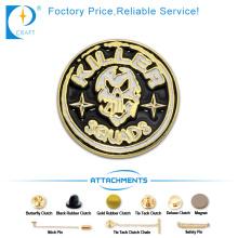 Acabado de oro 3D esmalte insignia de pin en el logotipo del asesino