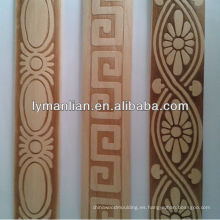 Moldura de madera en relieve