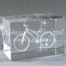 Gros un coin coupé K9 laser 3D gravé cristal cube pour cadeau d'anniversaire