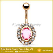 Zircônia cúbica oval cor-de-rosa que ajusta gemas claras em bordas Anel chapeado da barriga de aço cirúrgico chapeado ouro