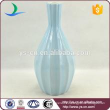 Матовая голубая керамическая ваза, написанная вручную для украшения гостиницы