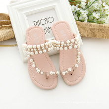Chaussures pour les filles et les chaussures maman mère rose en sandales de couleur beige avec des perles pour maman et les enfants